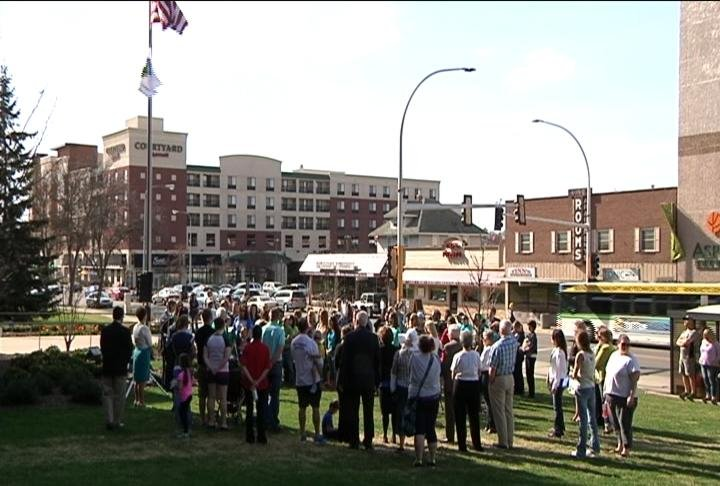 Dozens gather for Walk of Remembrance in observation of donate life day